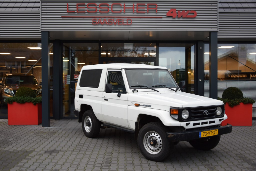 TOYOTA LANDCRUISER HZJ 73 4.2 D  4WD VAN MARGE | Lesscher 4WD