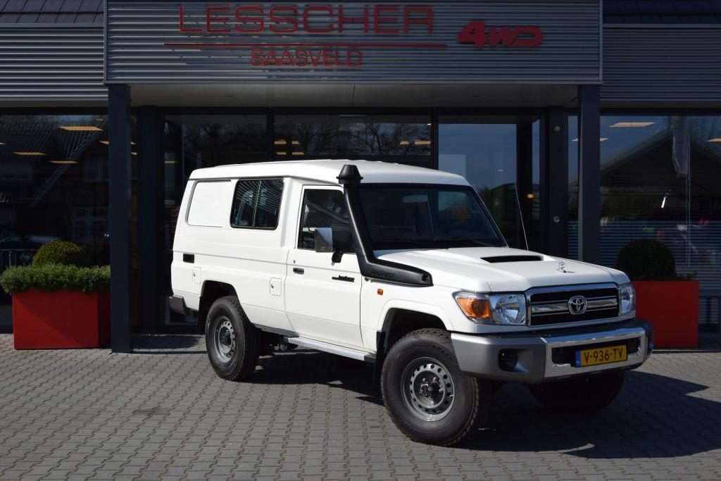 TOYOTA LANDCRUISER HZJ 78  V8 4.5 D-4D VAN | Lesscher 4WD