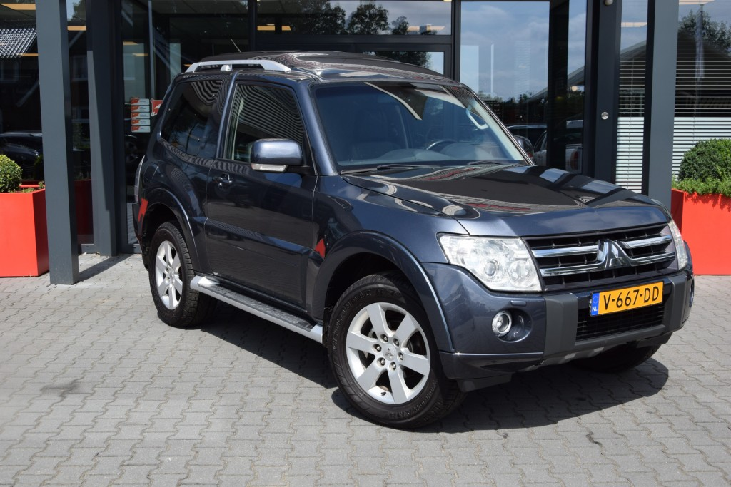 MITSUBISHI PAJERO 3.2 DID 3DRS A/T VAN MARGE | Lesscher 4WD