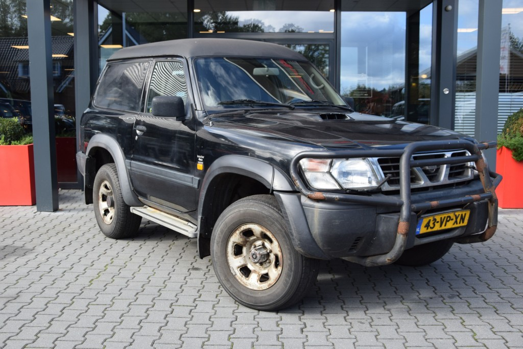NISSAN PATROL 3.0 DI 3DRS SPORT VAN   Lesscher 4WD